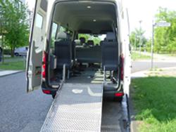 Spezialfahrzeug für Rollstuhltransport-Rampe