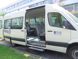 Spezialfahrzeug für Rollstuhltransport-Trittstufe